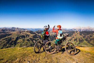 Atemberaubender Panoramablick über die Bergwelt Saalbach-Hinterglemm.